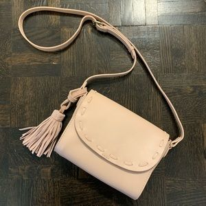 Light pink crossbody bag with removable tassel